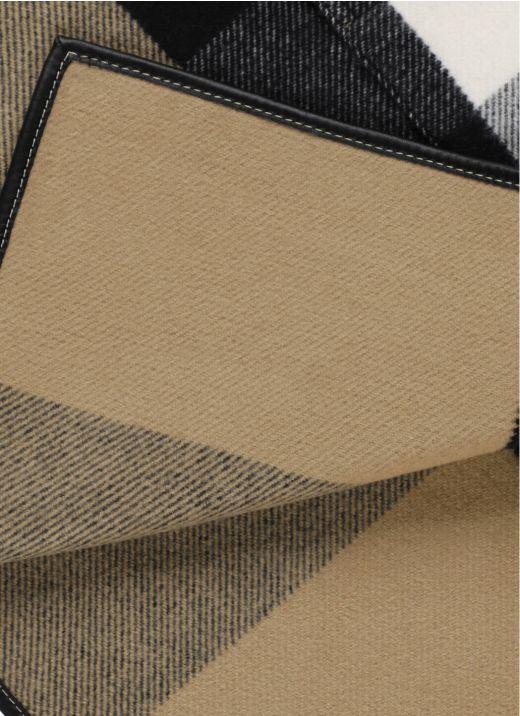 Jacquard Cloak with tartan pattern