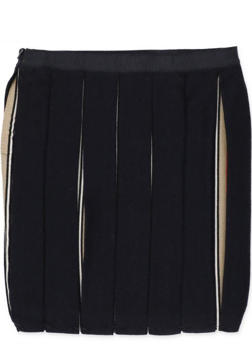 Skirt with folds