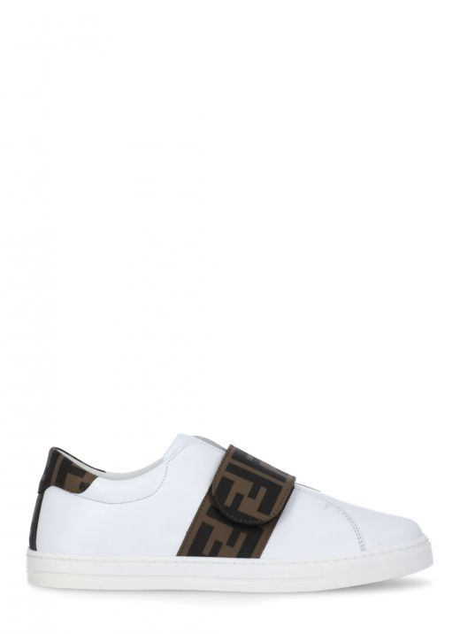 Leather sneaker with loged strap