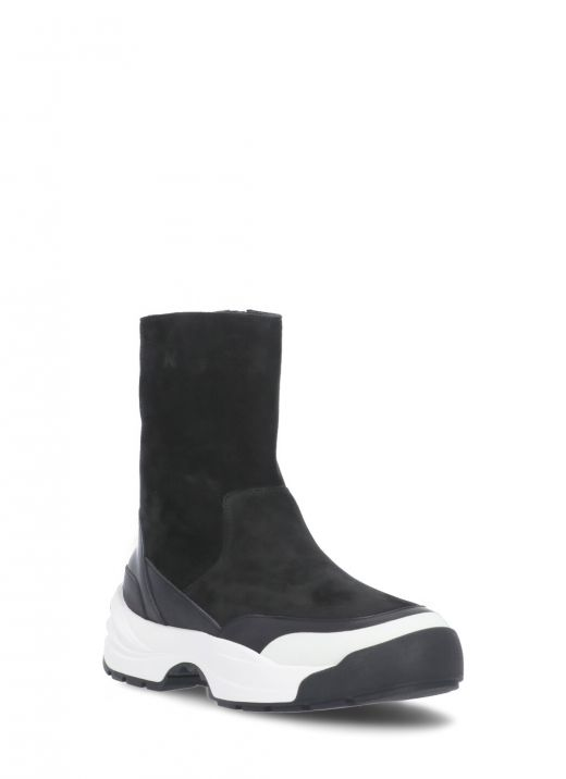 Grained leather boot
