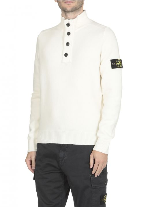 Sweater with loged patch