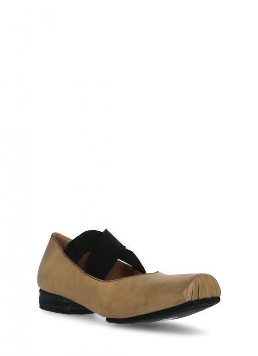 Crossover-strap ballerina shoes